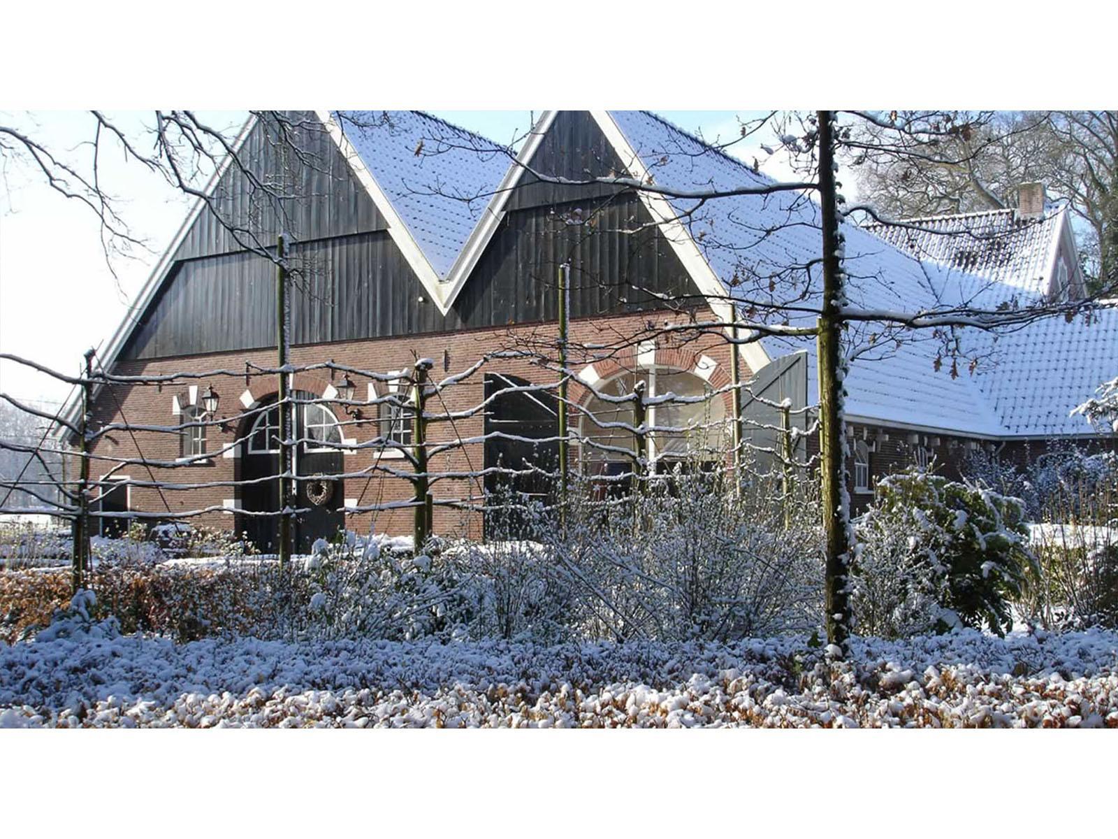 Slide 9 Boerderij in sneeuw
